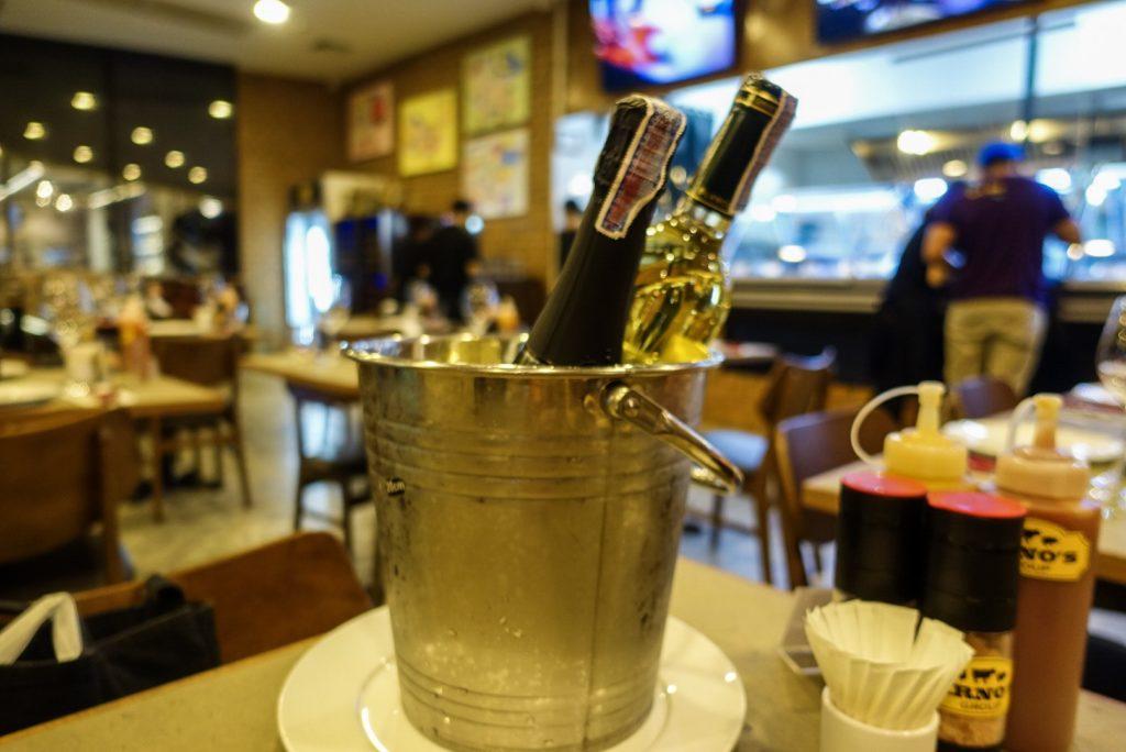 タイのステーキレストランARNO'Sでワインの持ち込み
