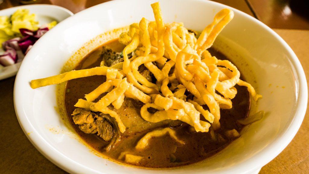 チェンマイの伝統料理カオソーイ